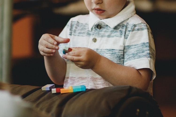 Πώς (ΔΕΝ) απασχολώ τα παιδιά στο σπίτι (ώστε να βαριούνται)